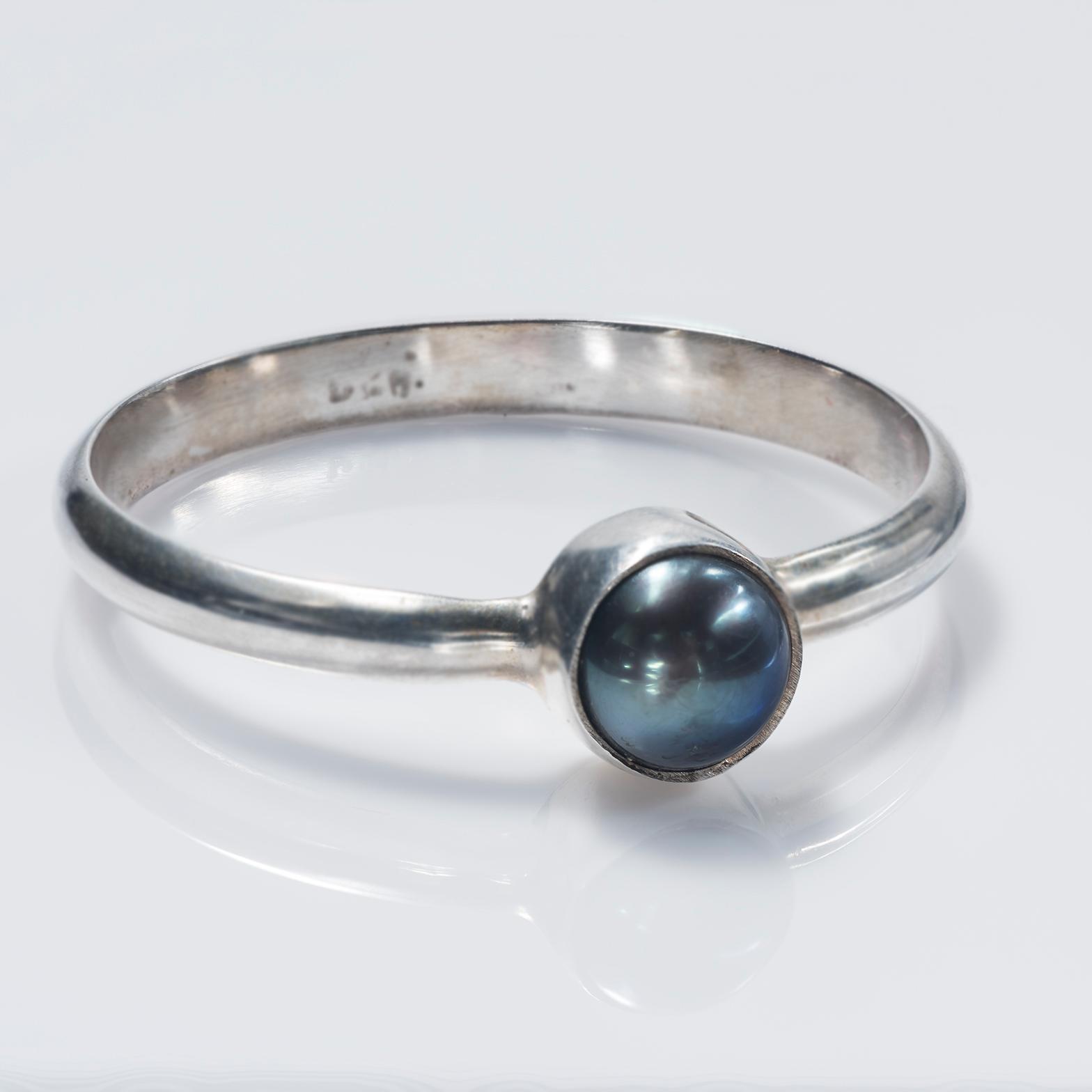 Single Gray-Black Pearl Ring